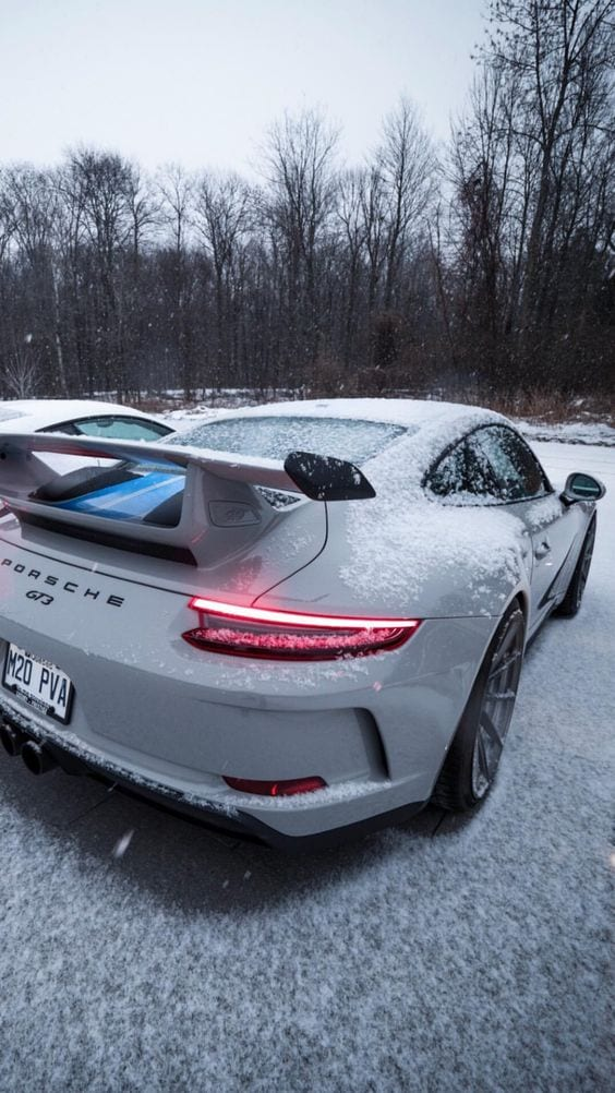 PORSCHE 911 GT3RS IN SNOW