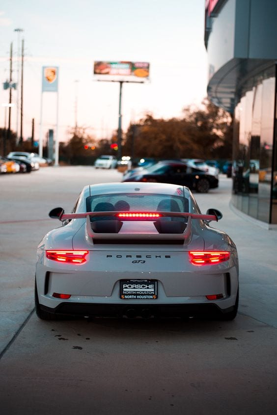 PORSCHE GT3 WHITE BACK VIEW