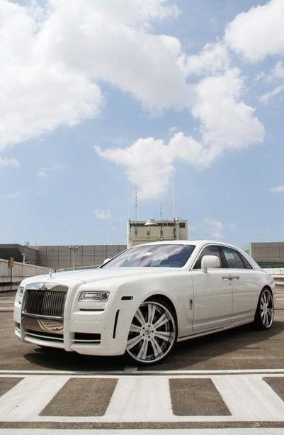 ROLLS ROYCE WHITE CLOUDS