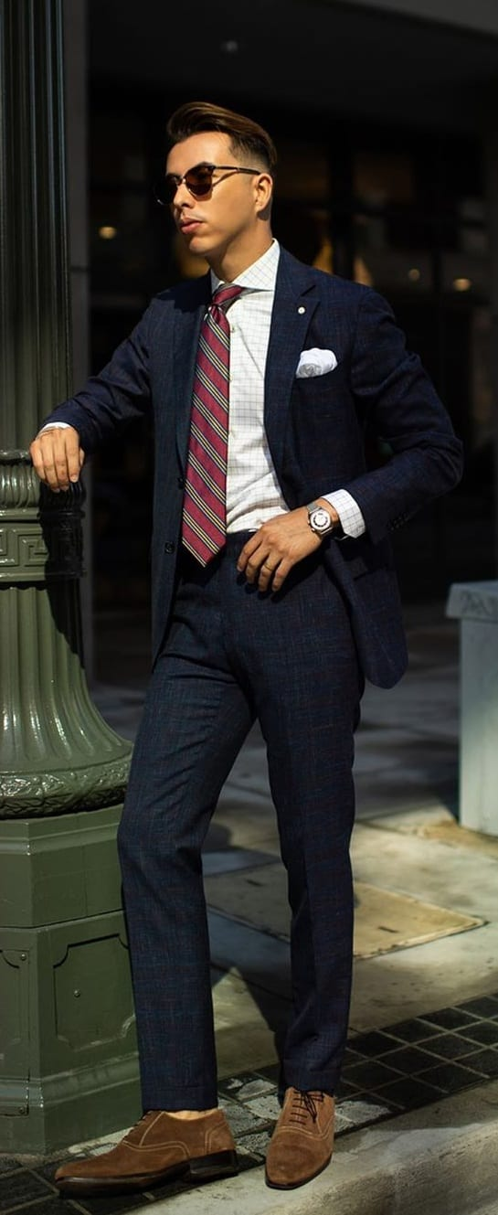 Dark Blue Suit, white shirt and tie outfit ideas for men