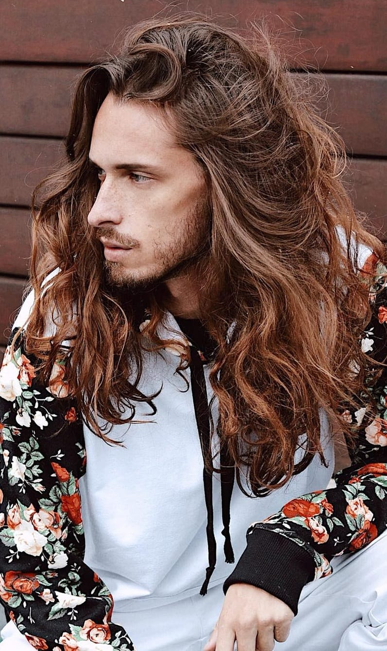 Long Wavy Hair for Men to definitely try