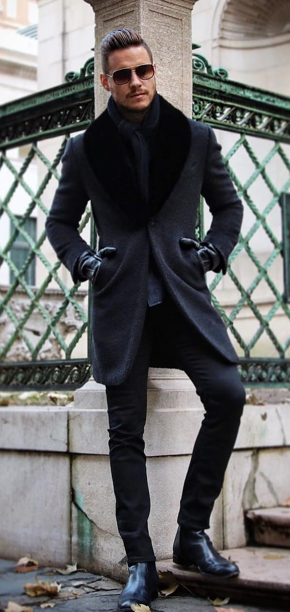 Black Coat, Scarf and Gloves for the Winter Look