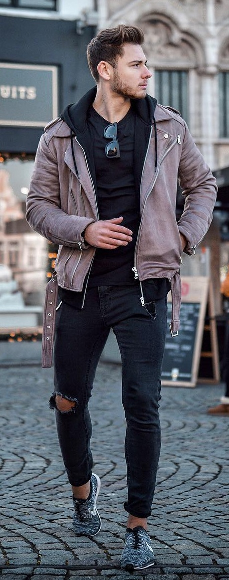 Black Tee Outfits for Men