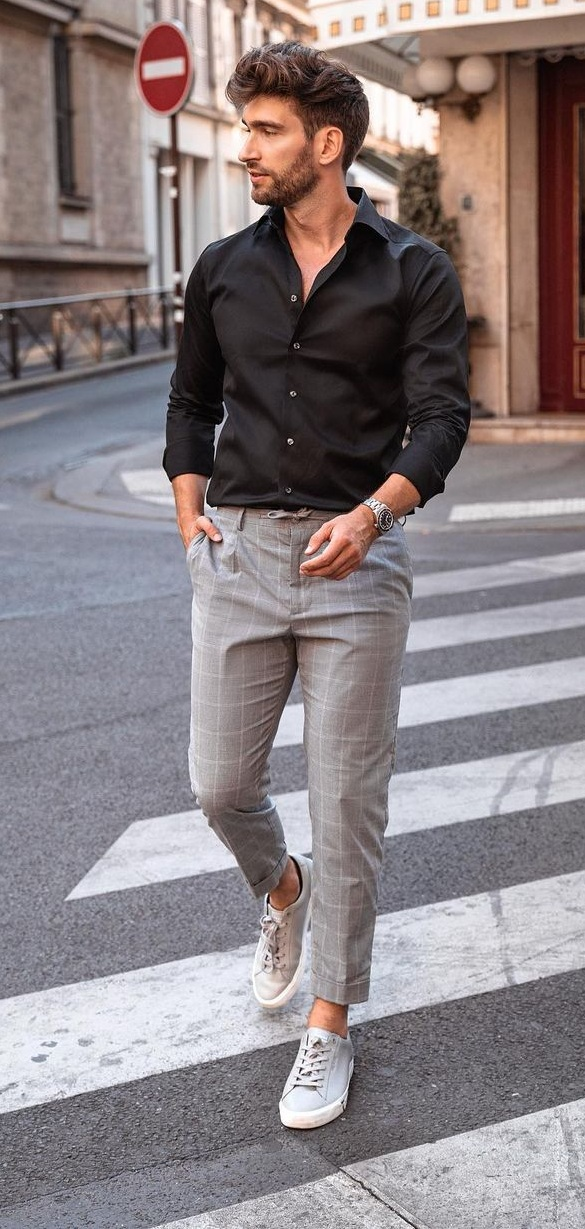 Checkered Trousers Styled With Black Shirt and Sneakers