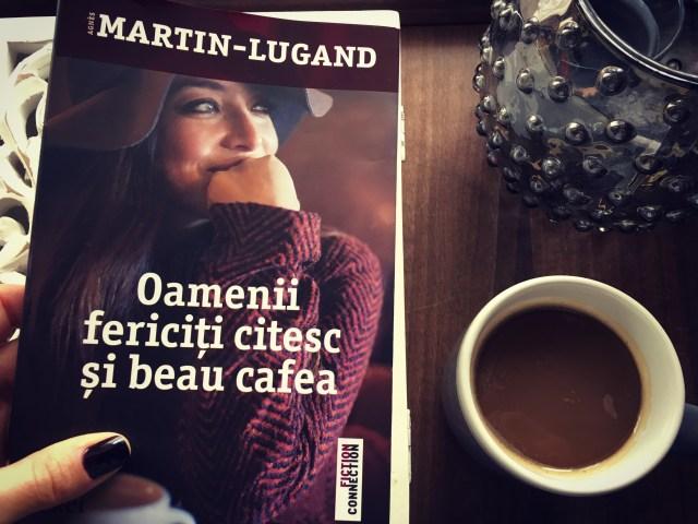 oamenii fericiti citesc si beau cafea carte agnes martin lugand theurbandiva books