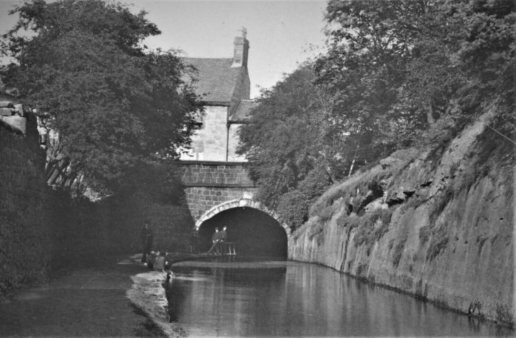 Paisley Canal at Stow Brae Causeyside
