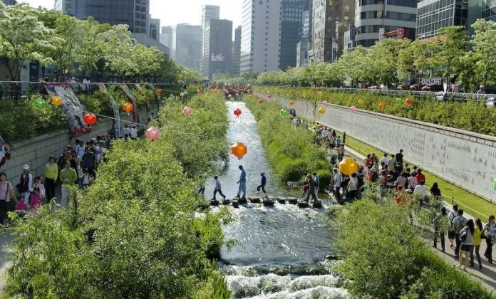 Seoul has a beautiful linear park and river in place of an elevated expressway in its urban core. #winning (Visit Seoul)