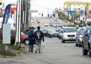 Pedestrians walking on Aurora Avenue where sidewalks do not exist. (Photo by Lee Bruch)