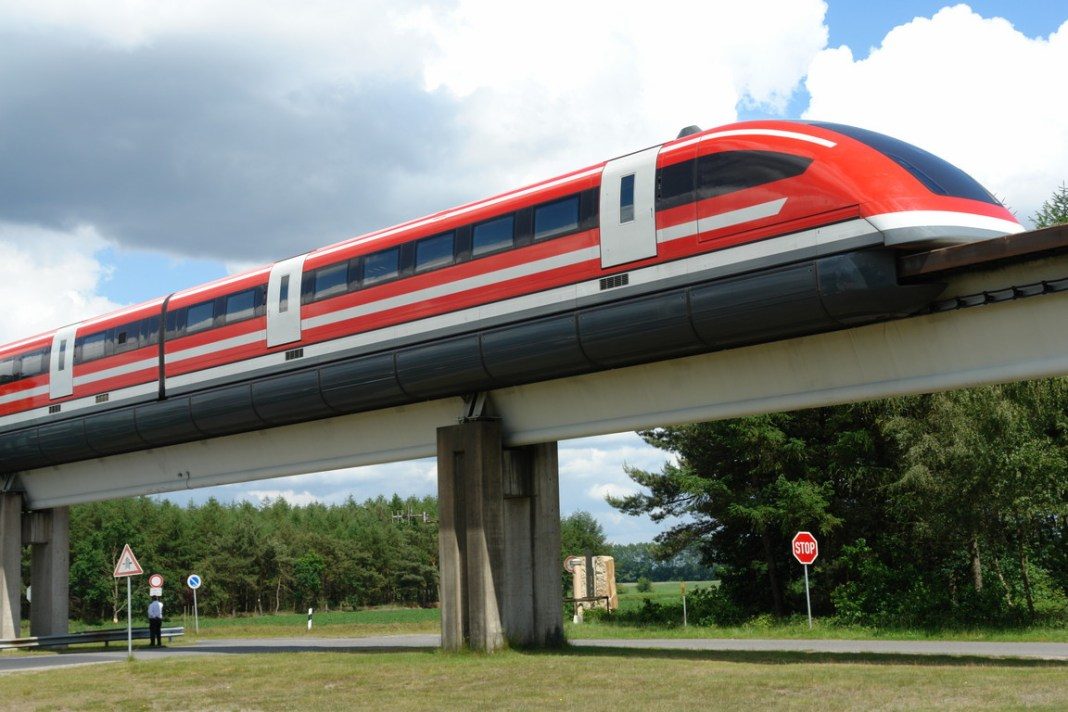 Transrapid series 09 vehicle at the Emsland Test Facility, northern Germany. (Credit: Állatka / Wikimedia Commons)