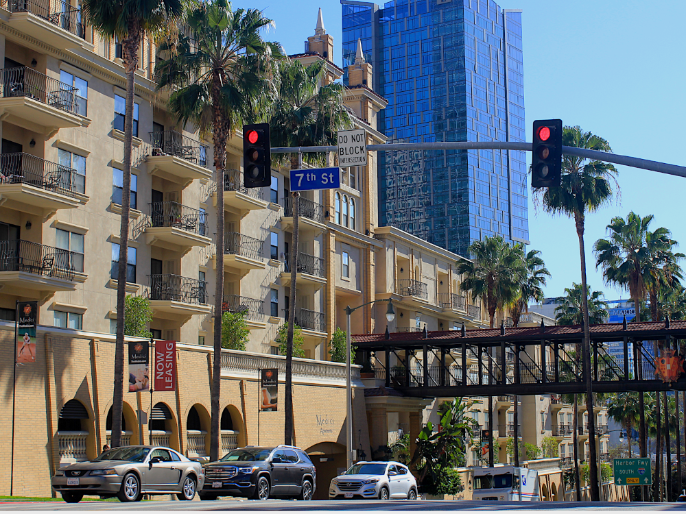 View of Medici Apartments at 7th St. and Bixel St. (Photo by Leilani Commons)