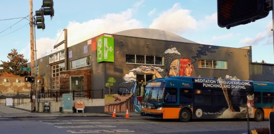 A Metro bus with the Evo store mural in the background.