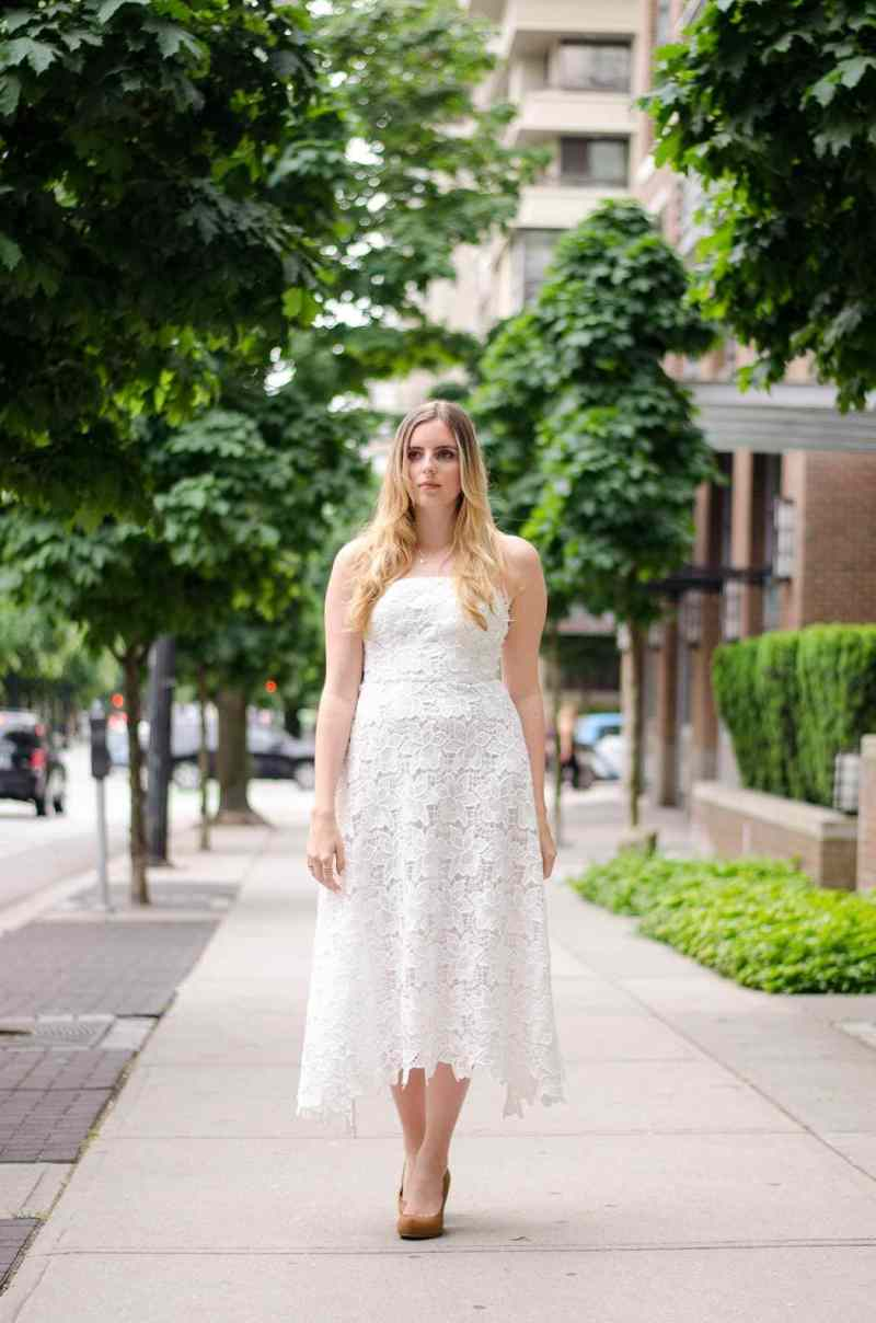 HOW TO STYLE A TEA LENGTH DRESS || Love tea length dresses and skirts but not sure how to find the PERFECT one for you? Or how to style it? Click here to find a few super easy tips and tricks to help you rock a pretty tea length midi dress.