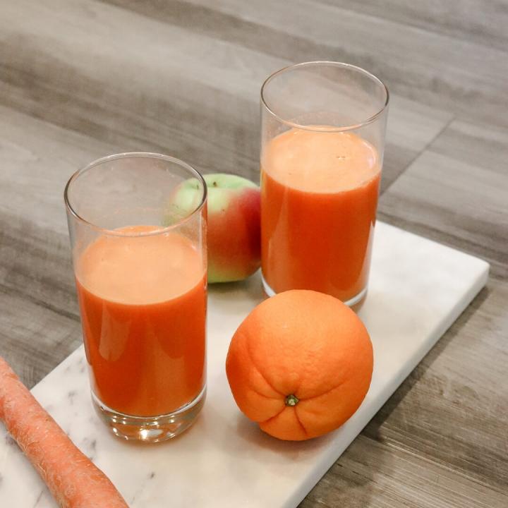 Glow Boosting Apple Carrot Juice Recipe