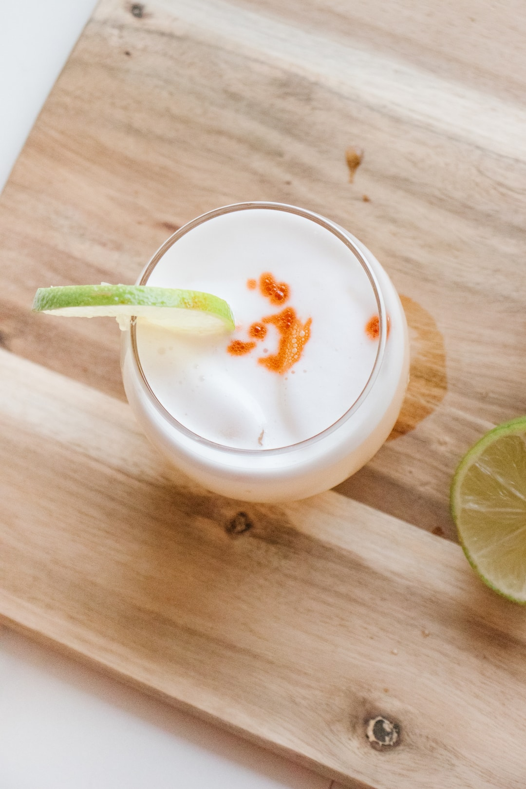 grapefruit-pisco-sour-with-grapefruit-bitters