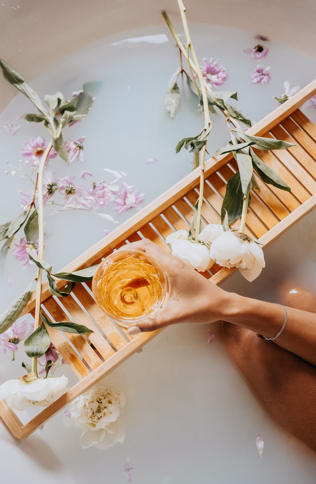 8 Bath Essentials for a Spa Experience At Home