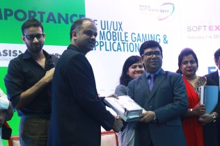 Wahid bin Ahsan receives crest from Russel T. Ahmed (Senior VIce President, BASIS) at BASIS SoftExpo 2017