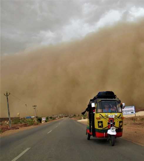 A rickshaw trying to outrun a sandstorm in India (Tommy Nicollas)