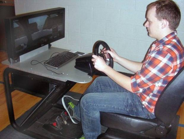 Kaleb Long tries his hand at the simulator.