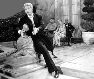 Danny Kaye takes on a statue in THE KID FROM BROOKLYN