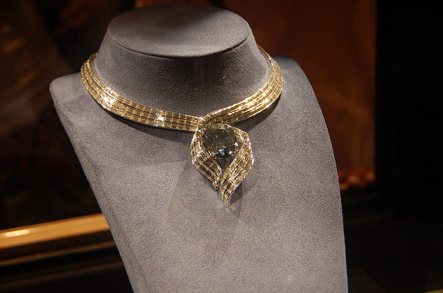 Hope Diamond in the -Embracing Hope- setting. Image by - Britt Reints.Flickr. CC BY 2.0
