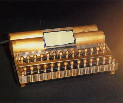 Aura Crystall Instrument – 1987. Photo by Marc van den Broek CC BY-SA 4.0