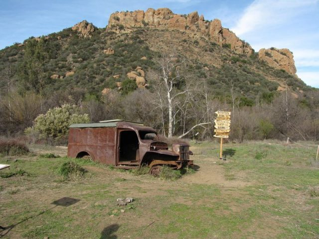 M * A * S * H ​​site in Malibu Creek State Park. Hulk of a Dodge WC54 ambulance. Copy of the original M * A * S * H ​​sign was installed on the site in 2008. Photo by Matt Sachtler CC BY-SA 2.0