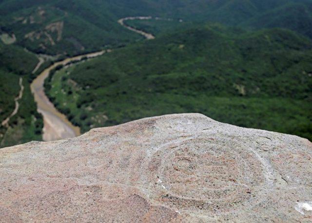 Zapotec بادل لوگ