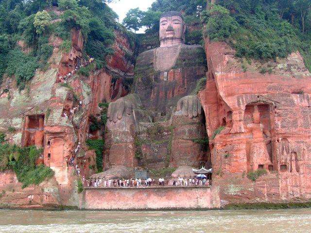 دنیا کا سب سے بڑا بودھا مجسمہ