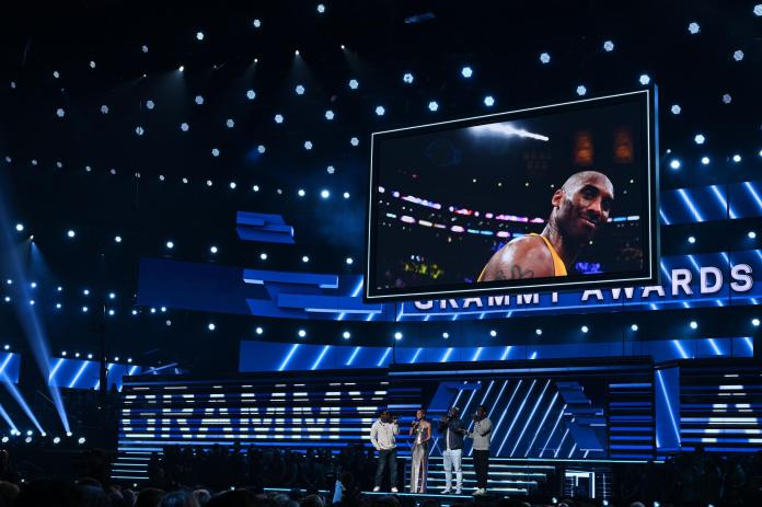 Singer-songwriter Alicia Keys and Boyz II Men sing in memory of late NBA legend Kobe Bryant during the 62nd Annual Grammy Awards on January 26, 2020, in Los Angeles. (Photo by Robyn Beck / AFP) (Photo by ROBYN BECK/AFP via Getty Images)