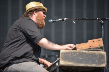Terra Lightfoot's keyboardist Jeff Heisholt (originally from Thunder Bay)