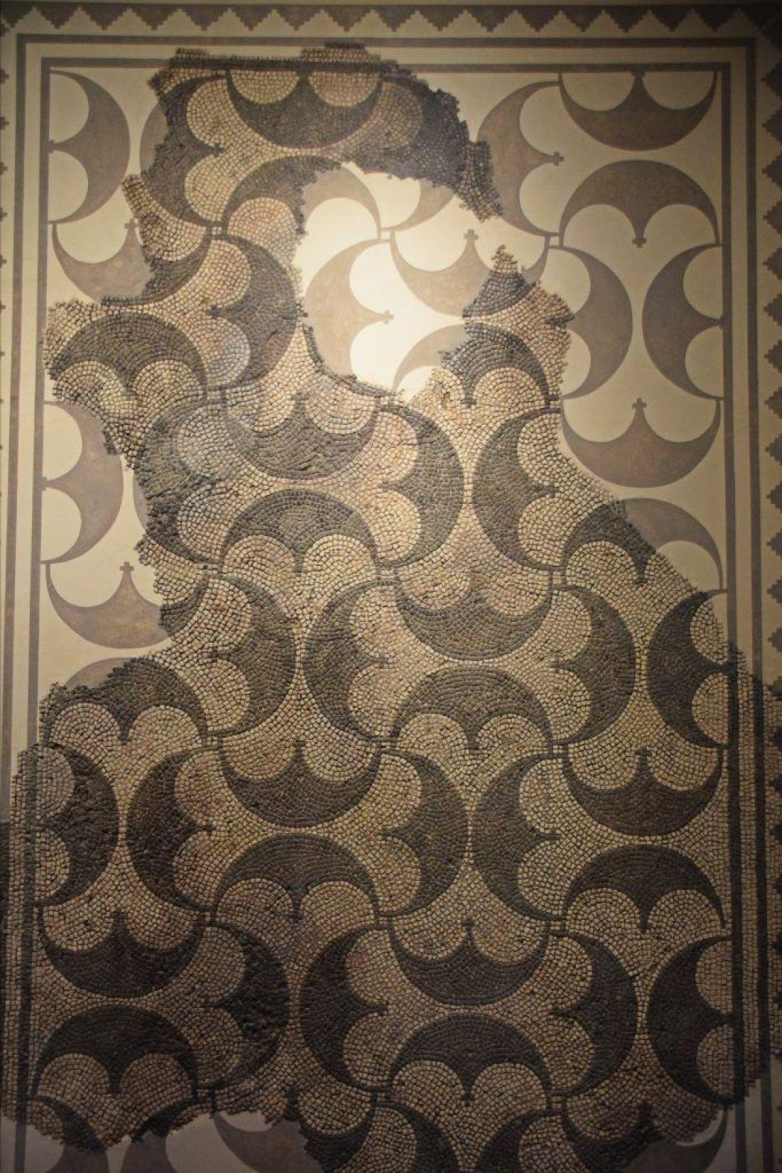 Pelta design mosaic, Augusta Raurica, Switzerland