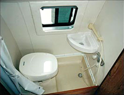 small campers with bathroom