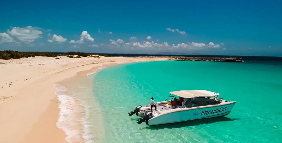Boating in Anguilla, Dog Island
