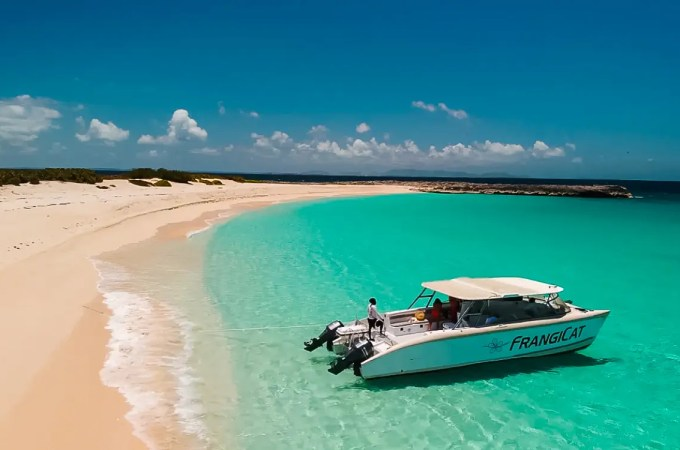 Boating in Anguilla, Dog Island