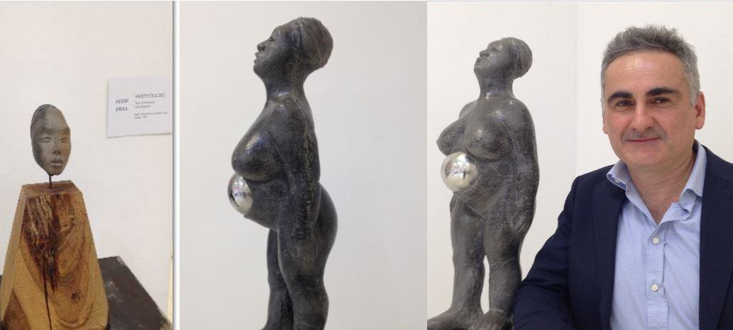mario Cicalese in posa per The Way Magazine allo Spazioporpora con le sue sculture primordiali.