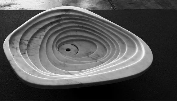 Level, lavabo di marmo in solchi disegnato da Paolo Ulian.