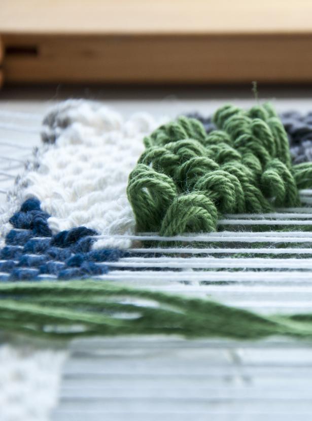 Video on how to weave loops (Pile weave)   The Weaving Loom