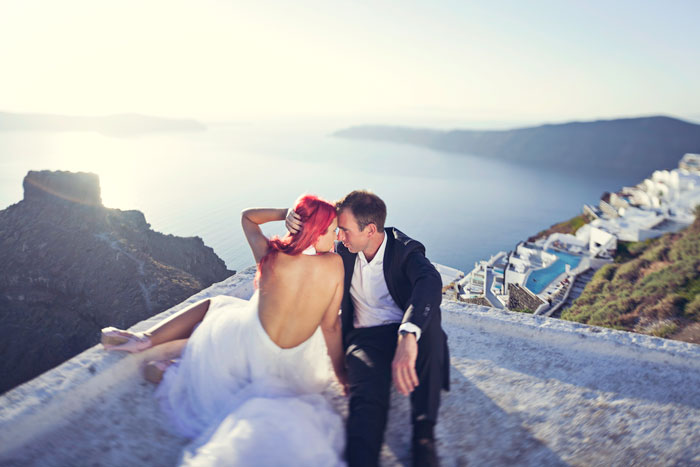 Destination bridal portraits at Santorini. Photography by Metrophoto. www.theweddingnotebook.com