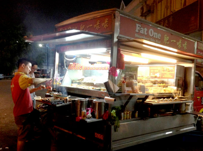 Fat One Steamboat. More Food Carts and Trucks For Weddings ideas at www.theweddingnotebook.com