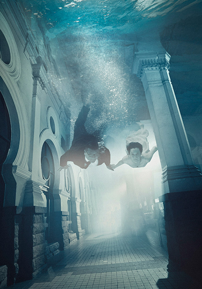 Underwater photography. Photo by Julian Oh Redd Bullets. www.theweddingnotebook.com