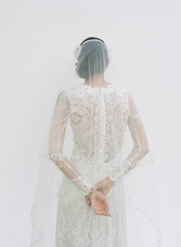 Lily – Claire Pettibone Fall 2014 Bridal Collection. Photo by Elizabeth Messina. www.theweddingnotebook.com