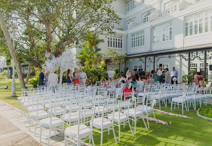 E&O Hotel garden wedding. Photo by Alextan Artworks. www.theweddingnotebook.com