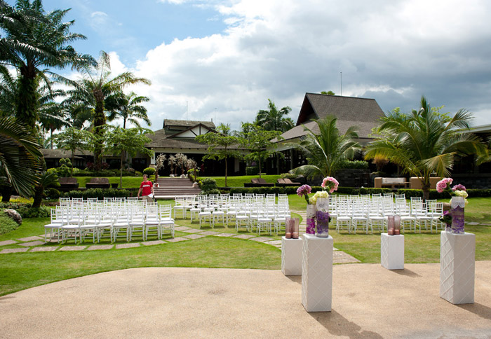 Cyberview Resort And Spa garden wedding. Photo by Aaron Chin. www.theweddingnotebook.com