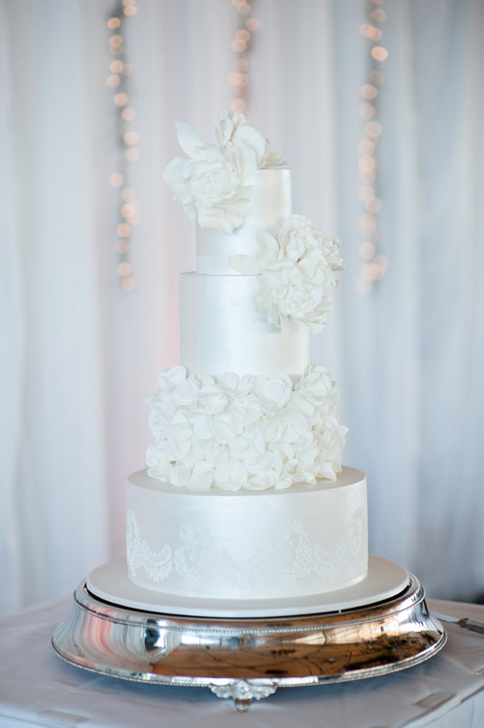 Cake by Yummy Cupcakes and Cakes. Photo by Tealily Photography. www.theweddingnotebook.com