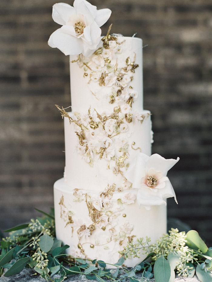 Cake by Maggie Austin Cake. Enchanted Atelier By Liv Hart Fall 2015 Collection. Photo by Laura Gordon Photography. www.theweddingnotebook.com