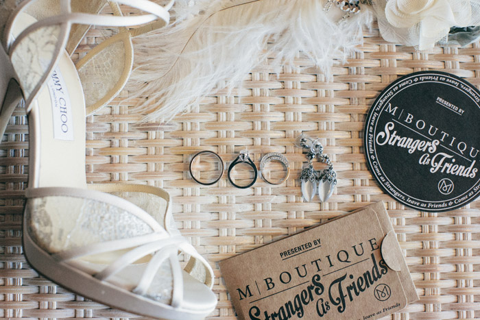 Vintage glam look. Photo by NDrew Photography. www.theweddingnotebook.com