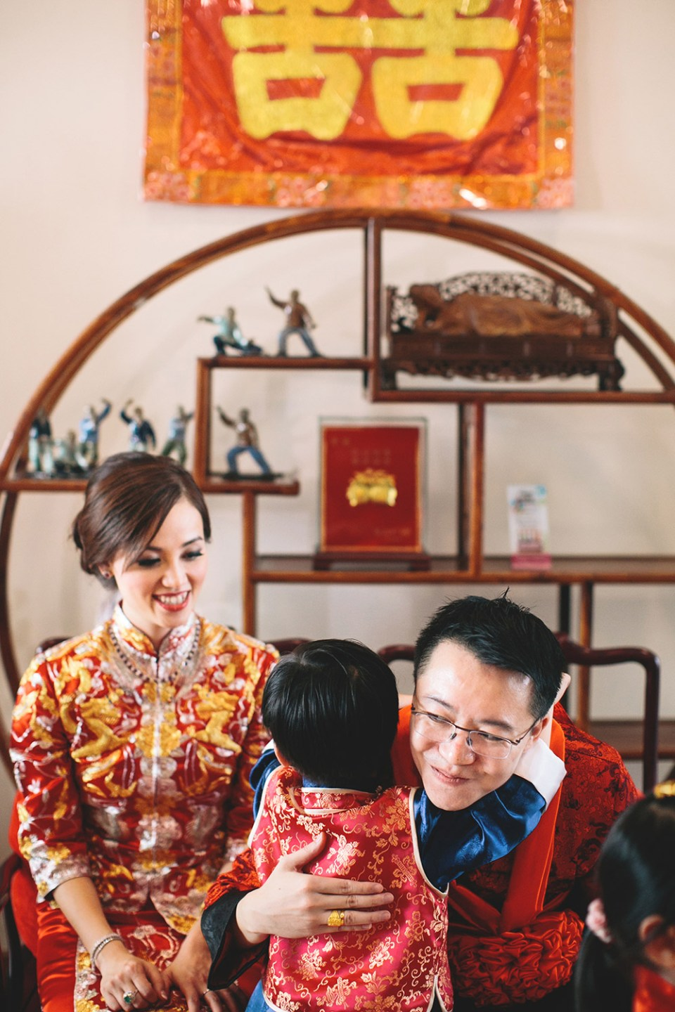 Chinese wedding tea ceremony. Photo by Adam Ong Photography. www.theweddingnotebook.com