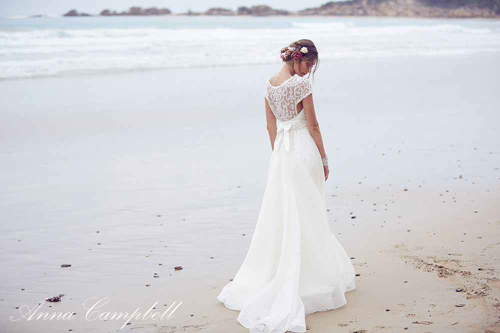 Scarlet - Anna Campbell Spirit Collection. www.theweddingnotebook.com