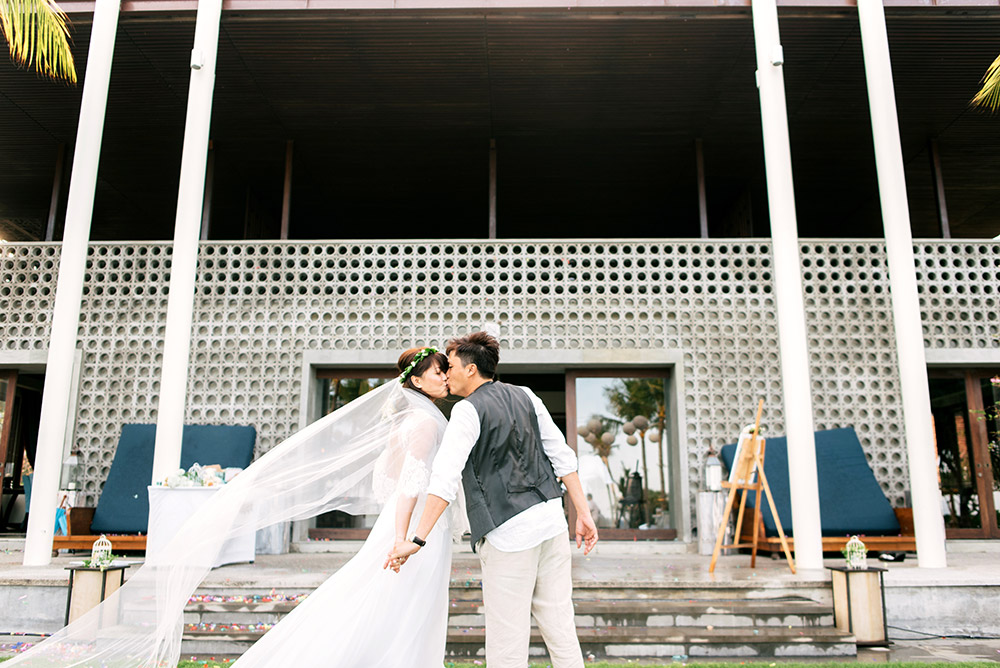 Photo by Bloc Memoire Photography. www.theweddingnotebook.com