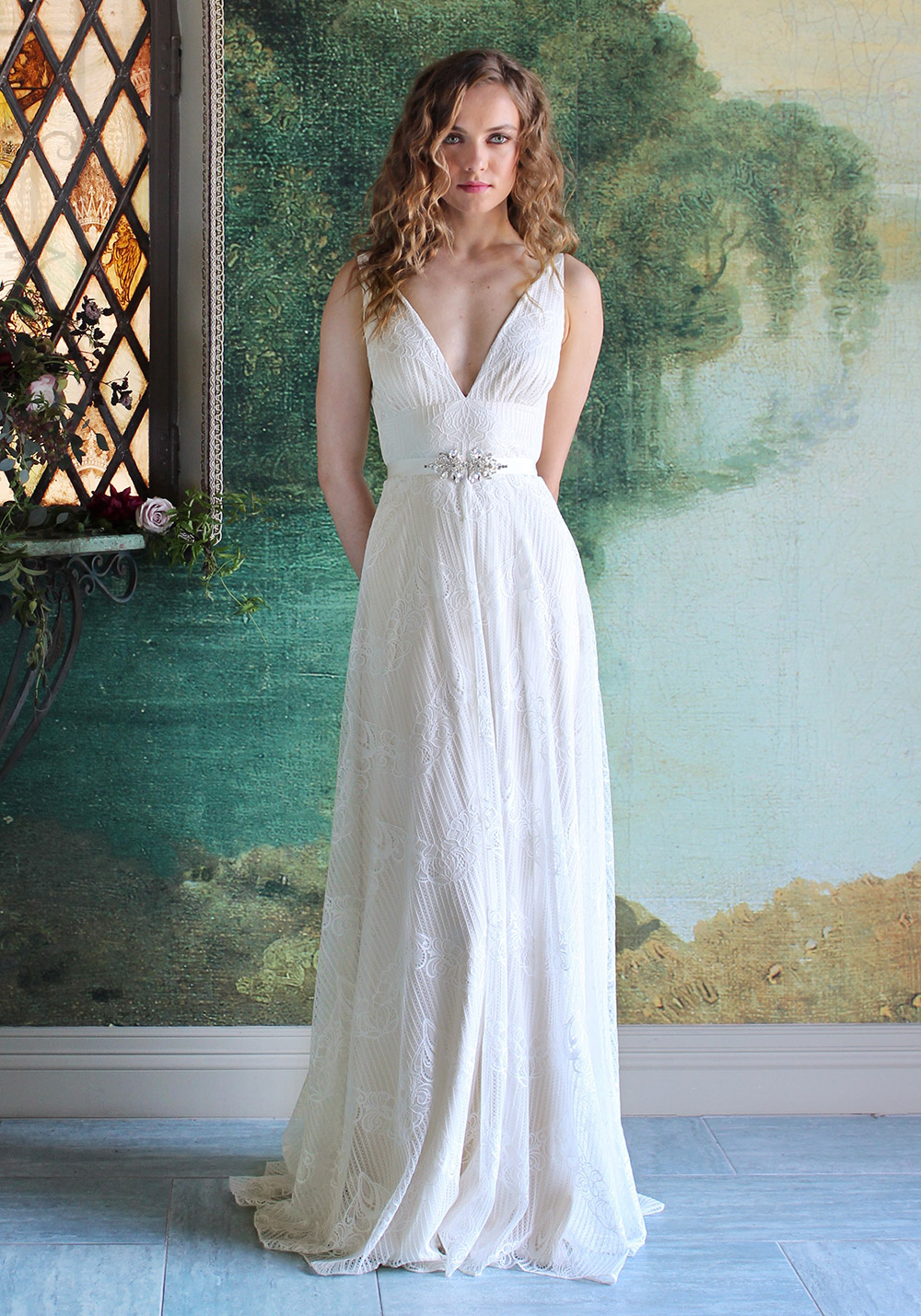 Virginia - Romantique 2016 Collection. www.theweddingnotebook.com